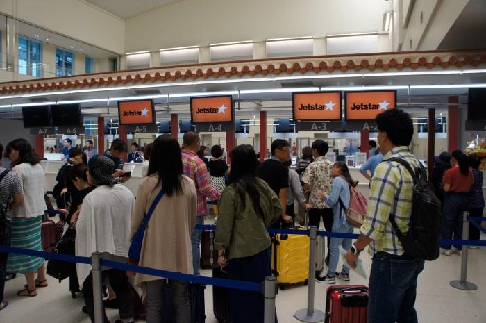 那覇空港国際線ターミナルのジェットスター・アジア航空のチェックインカウンター