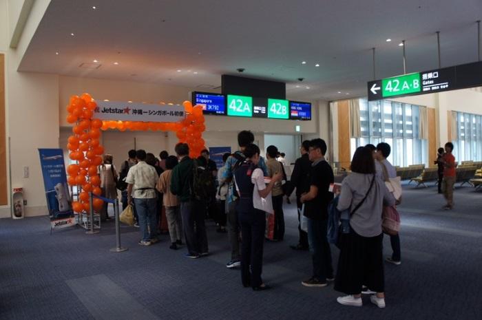 午前8時39分に3K792便シンガポール行きの初便の搭乗開始