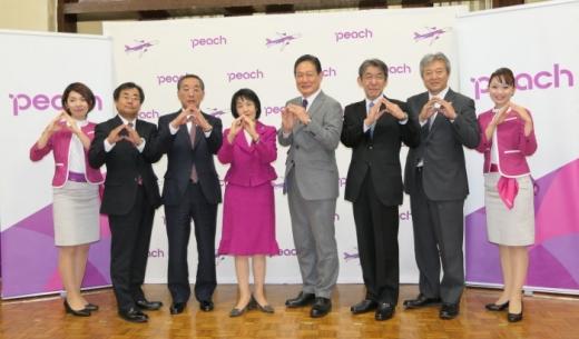 北海道庁で行われたLCCピーチ・アビエーションの関西~釧路線の発表会見