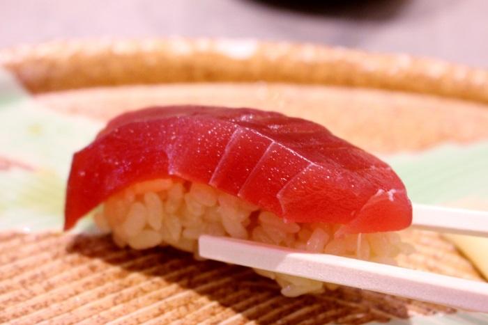 赤酢と塩だけの江戸前の「赤しゃり」と新鮮なネタを味わえる